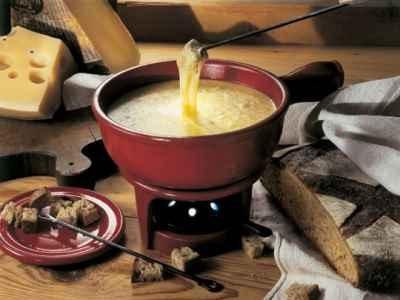 la fondue savoyarde recette base de fromage et de vin fromage et bon vin. Black Bedroom Furniture Sets. Home Design Ideas